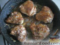 Фото приготовления рецепта: Жареная курица на сковороде - шаг №5