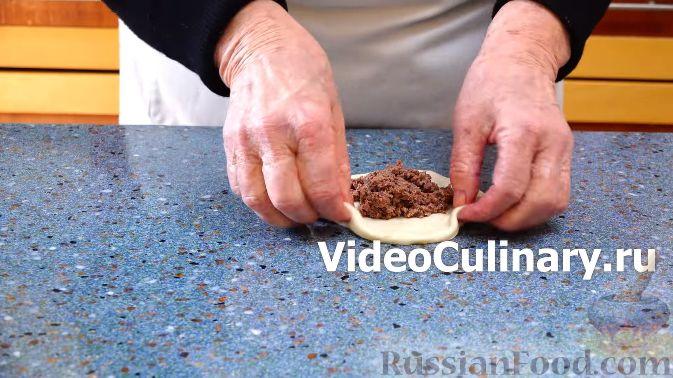 Фото приготовления рецепта: Сдобные пирожки с яблоками и тыквой - шаг №16