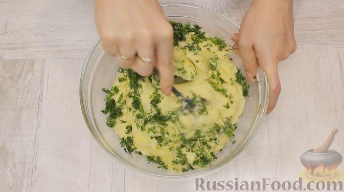 Фото приготовления рецепта: Запеканка из краснокочанной капусты с зелёным горошком и сыром - шаг №10