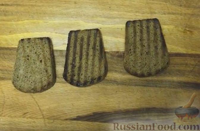Фото приготовления рецепта: Рулетики из куриного филе с грибной начинкой - шаг №14
