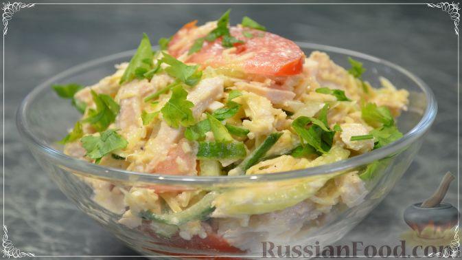 Фото к рецепту: Салат «Весенний» с курицей и овощами