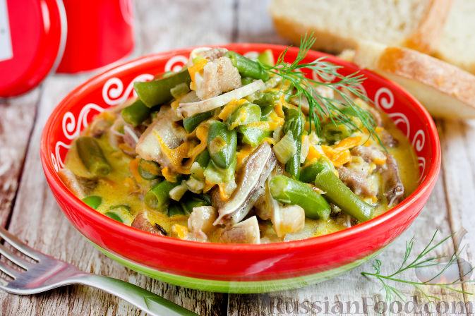 Фото приготовления рецепта: Суп с копченым сыром и вермишелью - шаг №2