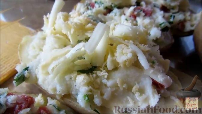 Фото приготовления рецепта: Закусочные шарики с сельдью, картофелем, плавленым сыром и яйцами - шаг №3
