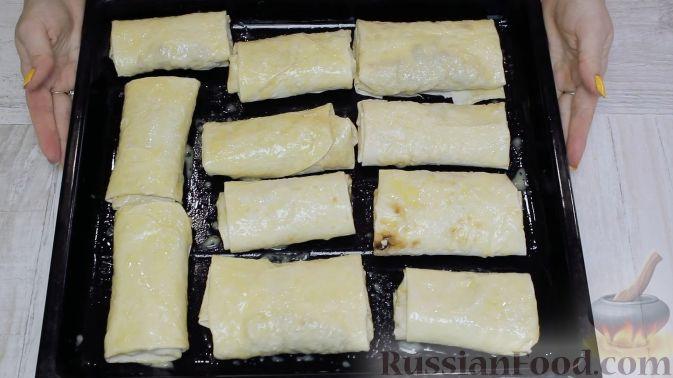 Фото приготовления рецепта: Голубцы из пекинской капусты с куриным фаршем, изюмом и кедровыми орехами - шаг №19