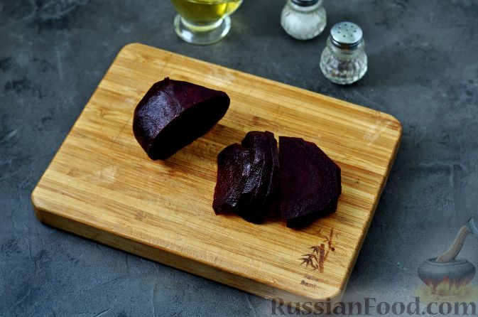 Фото приготовления рецепта: Салат из свеклы, груши и авокадо - шаг №3