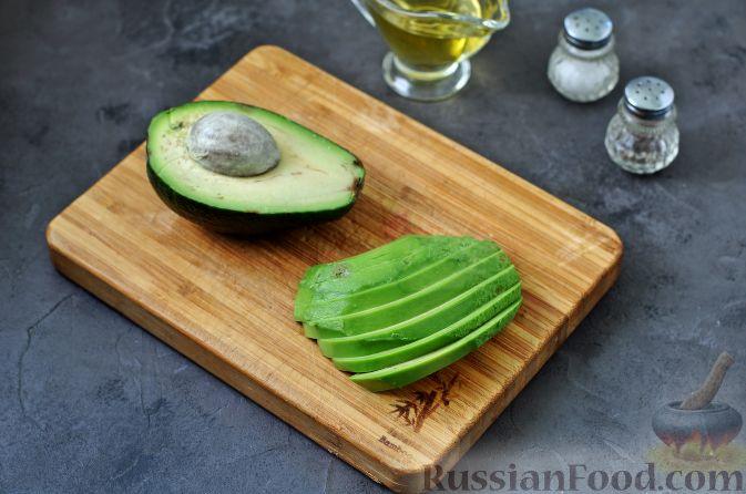 Фото приготовления рецепта: Салат из свеклы, груши и авокадо - шаг №4