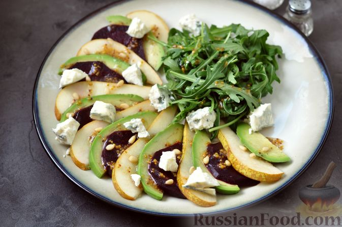 Фото приготовления рецепта: Салат из свеклы, груши и авокадо - шаг №8