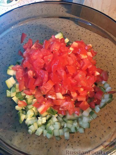 """Фото приготовления рецепта: Салат """"Сельдь по-баварски"""" с яблоком - шаг №2"""