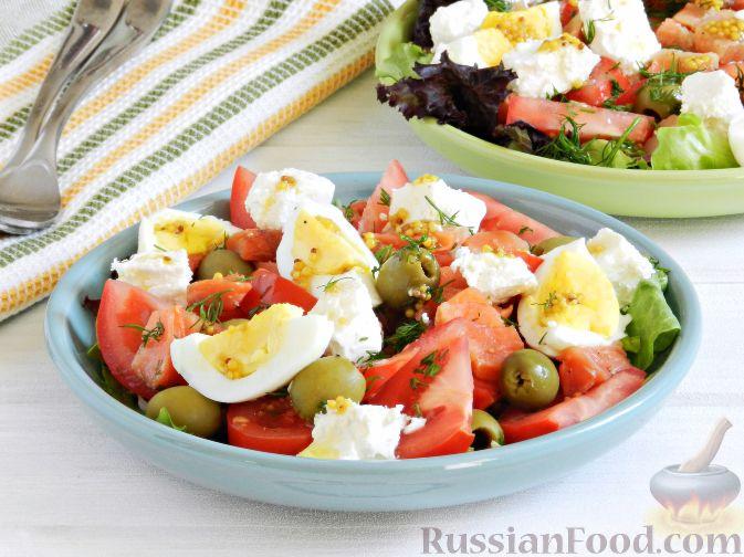 Фото приготовления рецепта: Салат с соленой горбушей - шаг №8