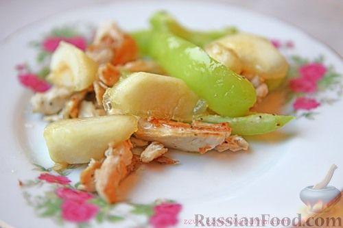 Рецепт Теплый куриный салат с карамелизированными яблоками