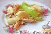 Фото к рецепту: Теплый куриный салат с карамелизированными яблоками