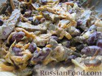 Фото приготовления рецепта: Салат из фасоли с печенью - шаг №7