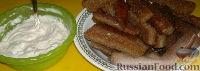 Фото к рецепту: Чесночные гренки с сырным соусом