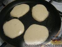 Фото приготовления рецепта: Оладушки на молоке - шаг №3