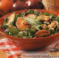 Фото к рецепту: Салат с жареными яблоками и грецкими орехами