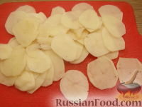 Фото приготовления рецепта: Картофельные чипсы в микроволновке - шаг №1