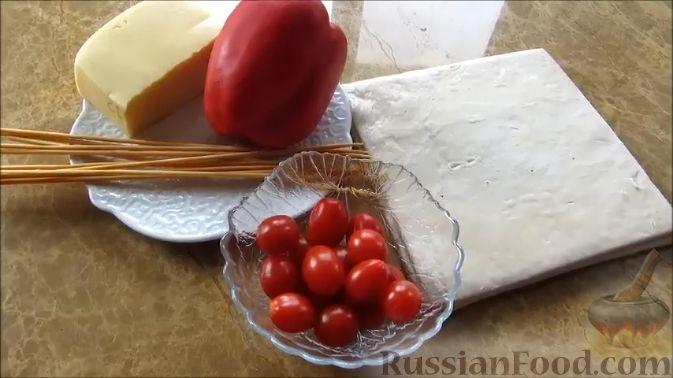 Фото приготовления рецепта: Куриные шашлычки в слоеном тесте - шаг №5