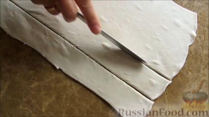 Фото приготовления рецепта: Куриные шашлычки в слоеном тесте - шаг №9