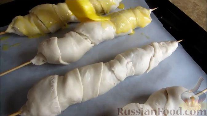Фото приготовления рецепта: Куриные шашлычки в слоеном тесте - шаг №11