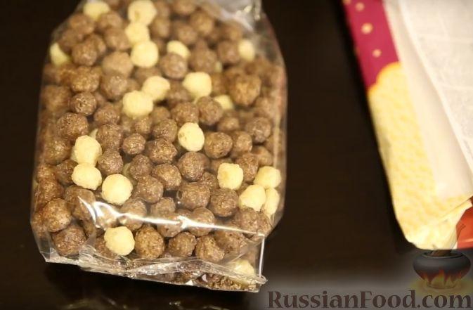 Фото приготовления рецепта: Клубника в шоколаде (четыре вкуса) - шаг №4