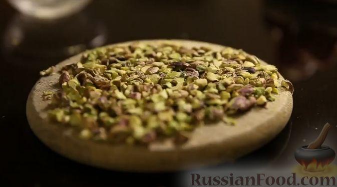 Фото приготовления рецепта: Клубника в шоколаде (четыре вкуса) - шаг №6