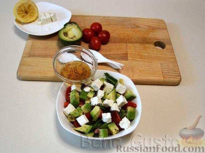 Фото приготовления рецепта: Закуска из творога, с твёрдым сыром, фетой, орехами и гранатом - шаг №12
