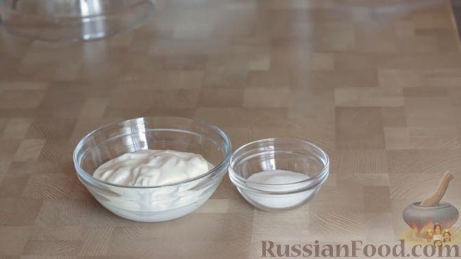 Фото приготовления рецепта: Слоеный пирог с черешней и творогом - шаг №8