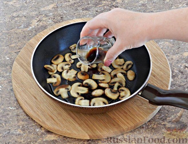 Фото приготовления рецепта: Суп-пюре из цветной капусты с шампиньонами - шаг №6
