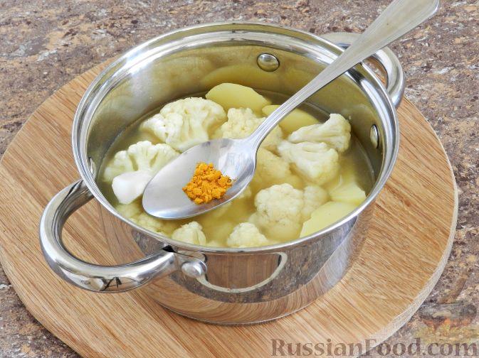 Фото приготовления рецепта: Суп-пюре из цветной капусты с шампиньонами - шаг №10