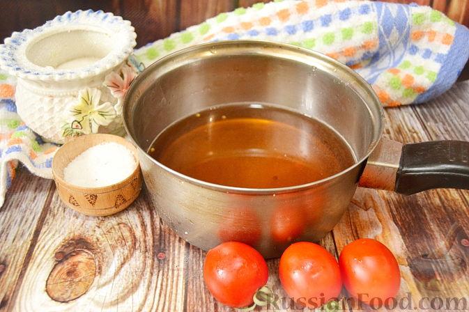 Фото приготовления рецепта: Помидоры, маринованные с черешней - шаг №9