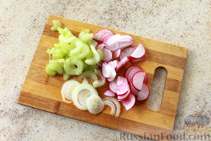 Фото приготовления рецепта: Салат с креветками и авокадо - шаг №6