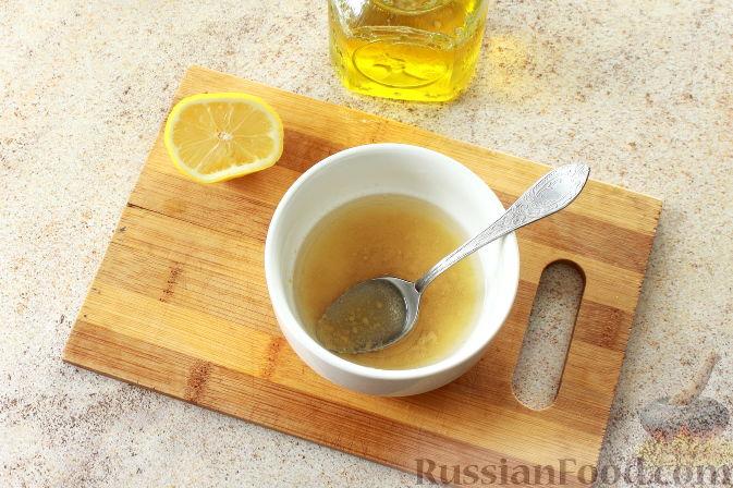 Фото приготовления рецепта: Салат с креветками и авокадо - шаг №8