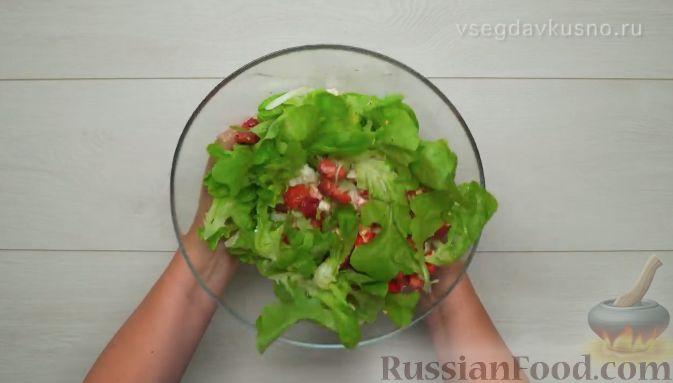 Фото приготовления рецепта: Летний салат с клубникой и сыром фета - шаг №6
