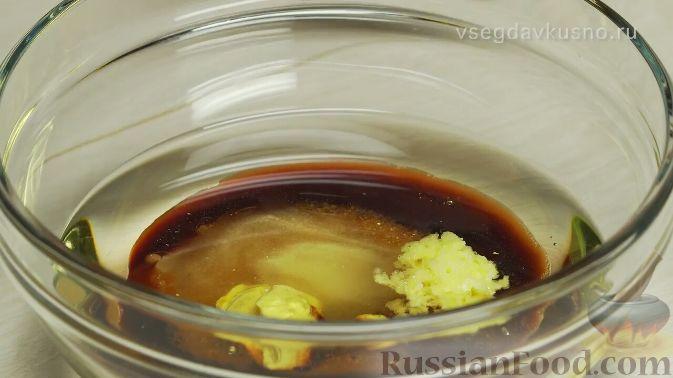 Фото приготовления рецепта: Летний салат с клубникой и сыром фета - шаг №1
