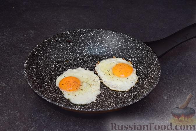 Фото приготовления рецепта: Капуста, тушенная с мясом, грибами и айвой - шаг №14