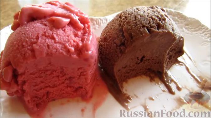Фото приготовления рецепта: Фруктовое мороженое (клубничное и бананово-шоколадное) - шаг №9