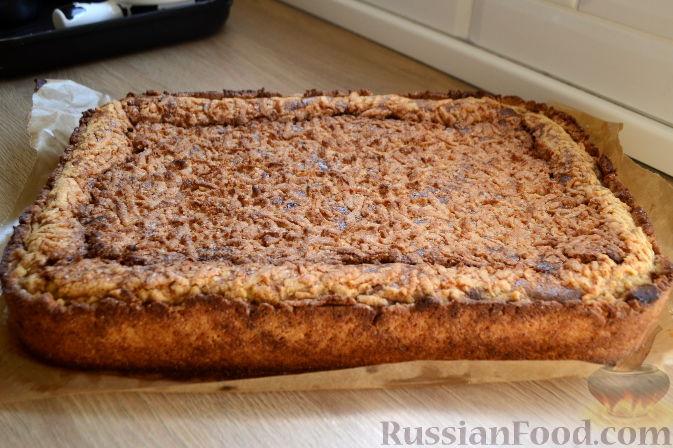 Фото приготовления рецепта: Салат с крабовыми палочками, ананасами, маслинами и кукурузой - шаг №2