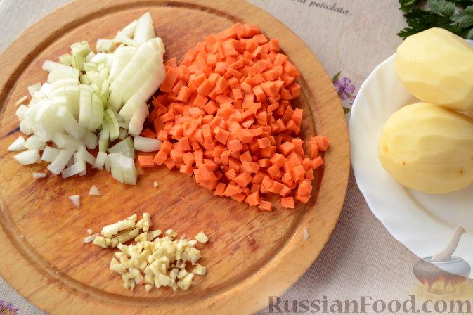 Фото приготовления рецепта: Суп с куриными сердечками - шаг №3