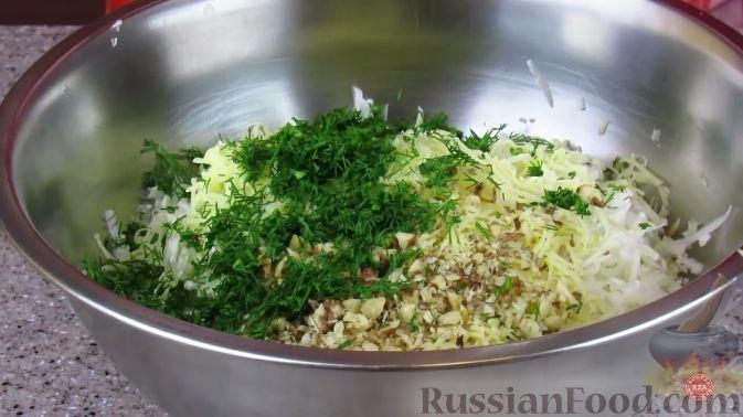Фото приготовления рецепта: Салат из свежей цветной капусты - шаг №4
