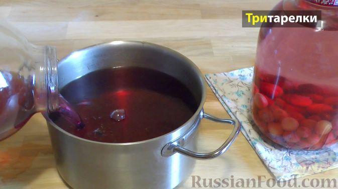 Фото приготовления рецепта: Компот из ягод на зиму - шаг №4