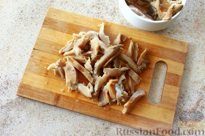 Фото приготовления рецепта: Мясной салат с пекинской капустой - шаг №4