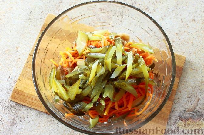 Фото приготовления рецепта: Мясной салат с пекинской капустой - шаг №6
