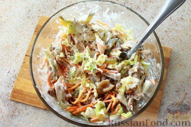 Фото приготовления рецепта: Мясной салат с пекинской капустой - шаг №8
