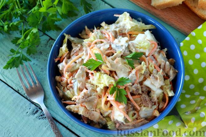 Фото приготовления рецепта: Мясной салат с пекинской капустой - шаг №9
