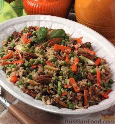 Рецепт Коричневый рис с овощами и орехами