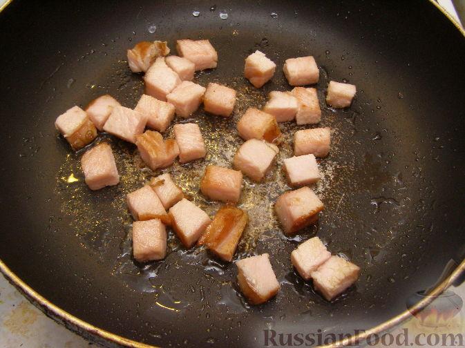 Фото приготовления рецепта: Салат с копченым мясом и орехами - шаг №1