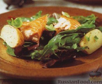 Рецепт Картофель с копченым лососем и салатными листьями