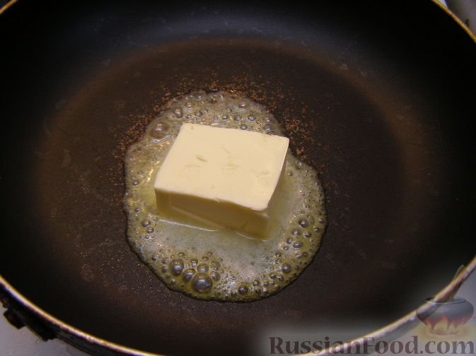 Фото приготовления рецепта: Омлет на молоке, с грибами и куриной печенью (в духовке) - шаг №5
