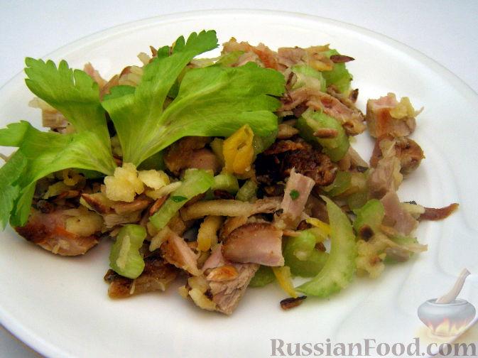 Рецепт Куриный салат с сельдереем и семечками