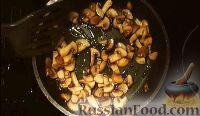 Фото приготовления рецепта: Салат из курицы с ананасом и грибами - шаг №8